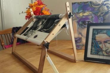 Rear leg design for scrollbar sewing frame