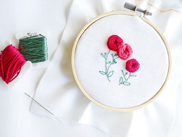 Embroidered roses: how to do the woven wheel stitch