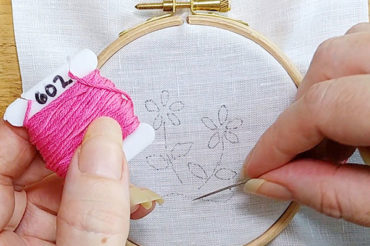 Embroidery stitch tutorial: the chain stitch and lazy daisy